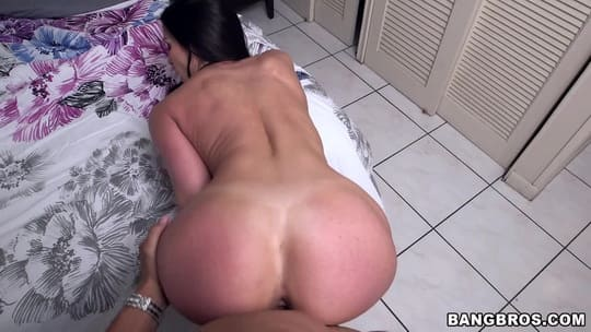 Big Ass Bikini Babe Kendra Lust is Desperate for a Pussy Stretching